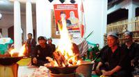 Para dukun menggelar ritual Damar dengan mengusung calon masing-masing. Foto: (Panji/Liputan6.com)