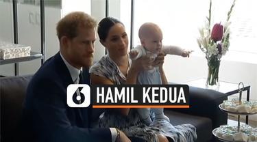 Kabar bahagia datang dari pasangan Pangeran Harry dan Meghan Markle. Markle terkonfirmasi sedang mengandung anak kedua, setelah sempat mengalami keguguran.