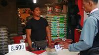 Rahmat (35), pedagang beras di Pasar Kemiri, Rawa Buaya, Cengkareng, Jakarta Barat. (Foto: Fiki Ariyanti/Liputan6.com)