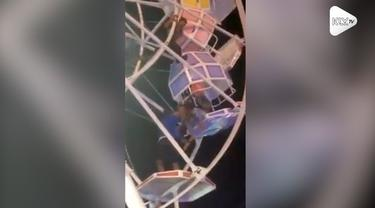Detik-detik mengerikan wahana bianglala di Pasar Malam Sekaten Jogja terbalik pada hari Minggu (11/11).