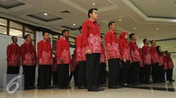 Atlet PNS dari berbagai instansi bersiap mengikuti pelepasan kontingen Asean Civil Service Games 2015 di Wisma Kemenpora Jakarta, Rabu (11/11/2015). 55 atlet PNS dari berbagai instansi akan berlaga di ACSG 2015 Malaysia. (Liputan6.com/Helmi Fithriansyah)