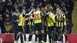 Watford berhasil menyamakan kedudukan pada menit ke-45+3 lewat gol Pereyra pada laga lanjutan Premier League yang berlangsung di Stadion Vicarage Road, Watford, Rabu (24/12). Watford kalah 1-2 kontra Chelsea. (AFP/AP)