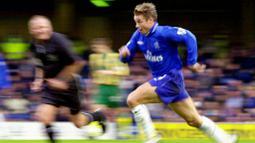 Graeme Le Saux - Pada periode pertama membela The Blues di tahun 1987 hingga 1993 Le Saux gagal mempersembahkan satu pun gelar bagi Chelsea. Sehingga ia pun hengkang ke Blackburn dan mencetak sejarah dengan persembahkan gelar Premier League pada 1995. (Foto: AFP/Nicolas Asfouri)