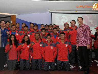 Sejumlah atlet renang beserta tim offical menyatakan kesiapannya menjadi juara di Sea Games 2013 Myanmar (Liputan6.com/Helmi Fithriansyah)