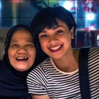 Kenangan Manis Nirina Zubir dengan Mendiang Ibu (Sumber: Instagram/nirinazubir_)