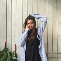 Stephanie Poetri merupakan anak dari Titi DJ dan mantan suaminya, Andrew Hollis. Wajah cantiknya merupakan perpaduan antara wajah bule dan Indonesia. (Foto: instagram.com/stephaniepoetri)