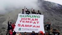 Berkat Trash Bag Community , lingkungan sejumlah gunung di Indonesia tampil lebih bersih dan indah.