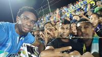 Striker anyar Penang FA, Osas Saha berhasil mencetak gol dalam laga debutnya bersama tim asuhan Jacksen F. Tiago saat mengalahkan Pahang FA 4-1 di City Stadium, George Town, Selasa (16/2/2016). (Facebook)