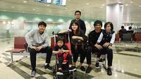 Anji boyong keluarganya liburan ke Singapura [foto: instagram]