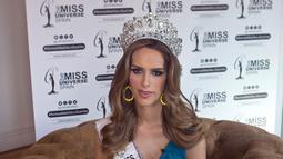 Miss Universe Spanyol, Angela Ponce ketika wawancara di Madrid, 10 Juli 2018. Angela nantinya akan berkompetisi memperebutkan mahkota Miss Universe 2018 dengan dua puluh dua wanita cantik lainnya dari berbagai penjuru dunia. (AP/Paul White)
