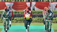Tugas sebagai Pembawa Baki pada Upacara HUT ke-76 RI di Istana Merdeka pada Selasa pagi, 17 Agustus 2021, diberikan kepada Paskibraka Nasional 2021 dari Sumatera Utara, Ardelia Muthia Zahwa (Foto: Istana Merdeka)