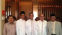 Foto Jokowi bersama JK, Anies Baswedan, Alwi Sihab, dan Hasyim Muzadi, sebelum umrah (istimewa)