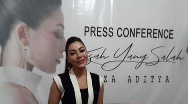Penyanyi Liza Aditya baru saja mendapatkan informasi hoax yang menyebut dirinya seorang transgender. Akibat isu tersebut, Liza pun mengaku banyak mendapatkan perlakuan tidak menyenangkan.
