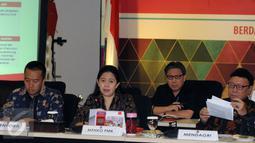 Menko PMK, Puan Maharani (kedua kiri) bersama Menpora Imam Nahrawi dan Mendagri Tjahjo Kumolo saat Rakor Persiapan Pelaksanaan Asian Games 2018 di Jakarta, Rabu (31/8). Rakor berlangsung tertutup. (Liputan6.com/Helmi Fithriansyah)