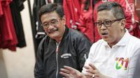 Sekretaris TKN Jokowi-Ma'ruf, Hasto Kristiyanto dan politikus PDIP Djarot Saiful Hidayat (Liputan6.com/Faizal Fanani)