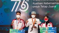 Dua peraih medali di Olimpiade Tokyo 2020, Anthony Sinisuka Ginting dan Windy Cantika Aisah, mendapatkan bonus dari Pemerintah Provinsi Jawa Barat, Kamis (19/8/2021). (Bola.com/Erwin Snaz)