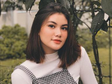 Adrina Putri yang juga merupakan selebgram seperti sang kakak, Andira, kerap mengunggah potret dirinya di akun Instagramnya. (Liputan6.com/IG/@adrinaaputri)