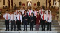 Presiden Joko Widodo bersama Wapres Ma'ruf Amin foto bersama dengan para Wakil Menteri setelah diperkenalkan di Istana Merdeka, Jakarta, Jumat (25/10/2019). Jokowi memperkenalkan 12 nama wakil menteri yang akan membantu menteri Kabinet Indonesia Maju Jokowi-Ma'ruf Amin. (Liputan6.com/Angga Yuniar)