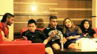 Dengan dukungan keluarga besarnya yang hadir dari Belanda ke Malang, permainan Cristian Gonzales saat Arema menjamu Persela diprediksi menggila. (Bola.com/Iwan Setiawan)