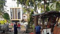 Dua korban ledakan bom tergeletak di salah satu gereja di Surabaya, Minggu (12/5). Ledakan bom terjadi di tiga gereja, yaitu Gereja Kristen Indonesia Jalan Diponegoro, Gereja Santa Maria, dan Gereja Pantekosta di Jalan Arjuno. (Liptan6.com/Istimewa)