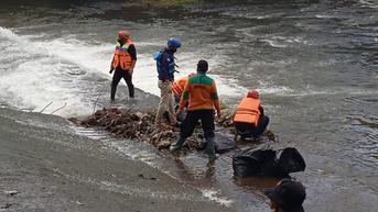Aksi Bersih Sungai Banjaran Warnai World Cleanup Day di Purwokerto