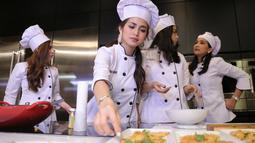 Ditemui di kawasan Gandaria, Kebayoran Lama, Jakarta Selatan, dr Irene, salah satu anggota Girls Squad menuturkan tidak ada keretakan hanya saja ada satu anggota yang keluar. (Adrian Putra/Bintang.com)