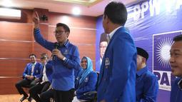 Ketua DPW PAN Eko Hendro Purnomo (Eko Patrio) memberikan sambutan dalam jumpa pers bersama Caleg terpilih di Sekretariat DPW PAN, Jakarta Timur, Senin (20/5). Eko mengucapkan terima kasih kepada warga Jakarta yang telah memberikan amanah suaranya ke PAN pada pemilu 2019. (Liputan6.com/HO/Soni)