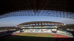 Suasana dari Stadion Wibawa Mukti di Cikarang, Jawa Barat, Senin (10/9/2018). Stadion dengan kapasitas 28.778 ini mulai digunakan sejak tahun 2014 lalu. (Bola.com/Vitalis Trisna)