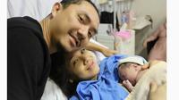 Ananda Omesh bersama sang istri, Dian Ayu Lestari baru saja dikaruniai anak kedua. (Instagram)