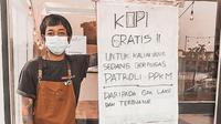 Kedai kopi di Jepara, Jawa Tengah, memberikan kopi gratis kepada petugas patroli dari Polres Jepara selama PPKM Darurat (Dok.Instagram/@rumahseduh.jepara/https://www.instagram.com/p/CRBhc0BsNUZ/Komarudin)