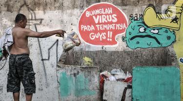 FOTO: Mural Imbauan Protokol Kesehatan COVID-19 Hiasi Cakung Barat