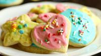 Kue gula dengan berbagai macam bentuk sudah pasti menarik untuk menjadi hiasan atau menemani cemian anak-anak di rumah.