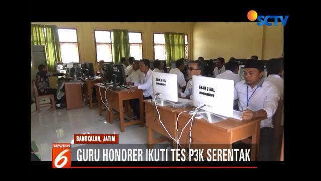 Sebanyak 1.000 guru honorer ikuti tes pegawai pemerintah dengan perjanjian kerja (PPPK) di Bangkalan, Jawa Timur.