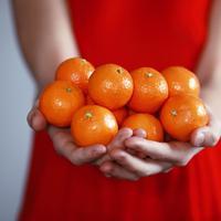 jeruk mandarin/copyright: unsplash/sharon mccutcheon