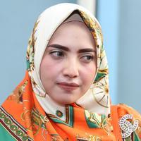 Yulia Mochamad perempuan yang disebut-sebut sebagai istri ketiga Opick mengaku kecewa dengan berita yang beredar. Terkait kabar tersebut, anak-anak Yulia juga terkena imbasnya. (Nurwahyunan/Bintang.com)