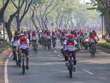 Peserta bersepeda pada acara Gowes Merdeka di BSD City, Tangerang Selatan, Minggu (18/8/2019). Gowes Merdeka yang diikuti 6.500 peserta dari Grup Astra, TNI-Polri dan komunitas sepeda digelar dalam rangka merayakan HUT ke-74 RI sekaligus mempromosikan gaya hidup sehat. (Liputan6.com/Fery Pradolo)