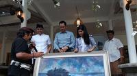 AHY Dapat Cinderamata dari Seniman Bali