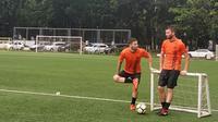 Marc Klok dan Marco Motta saat sesi latihan Persija. (Bola.com/Zulfirdaus Harahap)