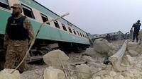 (Kecelakaan kereta api di Pakistan (AP Photo/Pervez Khan)