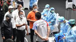 Pebulutangkis Hendra Setiawan satu diantara puluhan atlet bulutangkis yang menerima vaksin Covid-19 sebelum bertanding pada ajang bergengsi All England pada Pertengahan Maret 2021 mendatang. (Foto: Dok. Kemenpora)