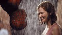 Spider-Man (2002) yang menampilkan Tobey Maguire dan Kirsten Dunst (Pinterest)