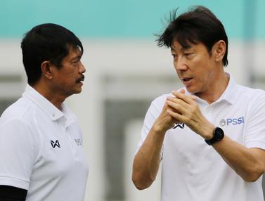 Manajer pelatih Timnas Indonesia, Shin Tae-yong dan Indra Sjafri
