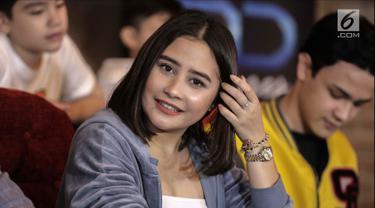 Prilly Latuconsina saat hadir dalam konferensi pers peluncuran trailer Danur 2: Maddah di Jakarta, Selasa (6/2). Rumah produksi MD Pictures resmi merilis trailer Danur 2: Maddah. (Liputan6.com/geekimages)