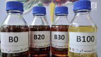 Sampel biodiesel B0, B20, B30, dan B100 dipamerkan saat uji jalan Penggunaan Bahan Bakar B30 untuk kendaraan bermesin diesel di Kementerian ESDM, Jakarta, Kamis (13/6). (merdeka.com/Iqbal S. Nugroho)