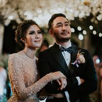 Resepsi pernikahan Syahnza Sadiqah dan Jeje goginca di Pine Hill, Lembang, Bandung, Jawa Barat. (Instagram/nocture.co)