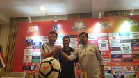 Pelatih Timnas Indonesia U-19, Indra Sjafri, menyebut akan menurunkan formasi terbaik selama mengikuti PSSI Anniversary. (Bola.com/Zulfirdaus Harahap)