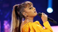 Lewat akun Twitternya Ariana memohon maaf atas ledakan bom yang terjadi di konsernya yang berlangsung di Manchester. Terpuruk dan sedih, Ariana pun tak bisa menuliskan perasaannya dengan kata-kata. (AFP/Bintang.com)