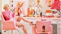 Glam room Kylie Jenner yang dihiasi dengan poster Barbie. (dok. Instagram @kyliejennerhouse/https://www.instagram.com/p/BtgdA_1AStF/Esther Novita Inochi)