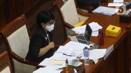 Menteri Luar Negeri Retno Marsudi saat Rapat Dengar Pendapat (RDP) bersama Komisi I DPR RI, Jakarta, Selasa (26/1/2021). Rapat tersebut membahas perkembangan diplomasi vaksin COVID-19 guna program vaksinasi nasional. (Liputan6.com/Angga Yuniar)