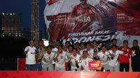Pemenang AIA League, Tim Maybank, dan delapan pemain pilihan Indra Sjafri yang akan mewakili Indonesia di AIA Championship 2018 yang akan digelar di Hong Kong. (Dok. AIA)